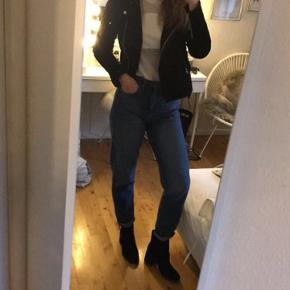 Super fede jeans købt i urban Outfitters. De har aldrig været brugt, størrelsen hedder W29 L34. Np var ca 450kr