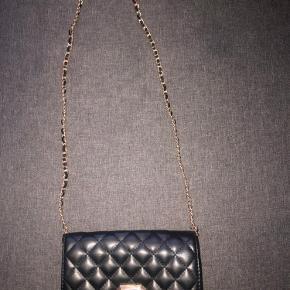 Cute taske fra aldo. Kan bruges som clutch og crossbody 🤍