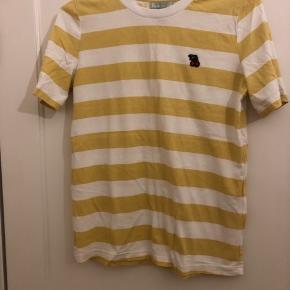 Flot T-shirt fra frankment, som aldrig er blevet brugt. Str s/m