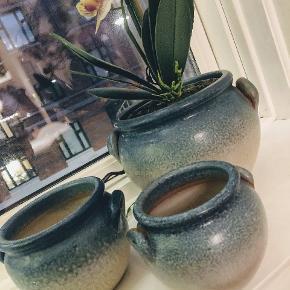 HURTIG HANDEL 300 KR I DAG OG I MORGEN. ☺️👊  Super fine og intakte urtepotte skjulere ( svensk keramik ). Samlet pris. ✳️