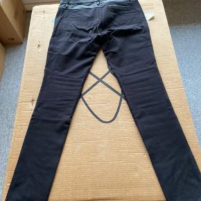 SÅ fede leggings fra STAND med blødt lammeskind på forsiden og elastisk stof på bagsiden. Bløde og lækre at have på. De er helt nye.
