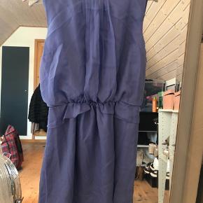 Smuk smuk sommerkjole fra Designers remix. BYD gerne.  Ps. Køber betaler fragt.