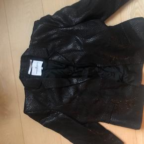 Super fin blazer fra designerens remix, det er en onesize, så passes af alle