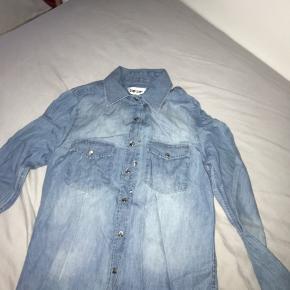 cowboyskjorte. str L i børnestr. svarer til en str xs/s. byd☺️