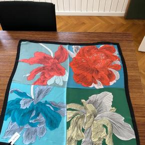 Fint tørklæde 70x70cm Viscose/poly