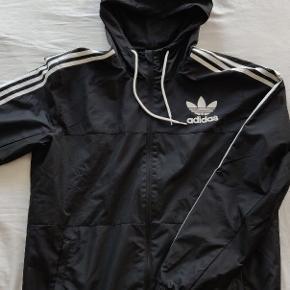 Adidas jakke, brugt 2-3 gange og fremstår som ny!