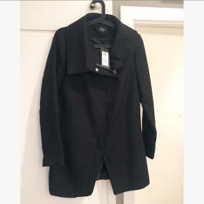 Fin jakke fra Only. Aldrig brugt. Nypris 380 kr. Kom med et bud :)  Sendes med DAO.