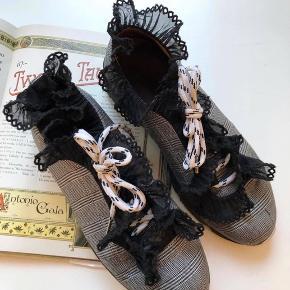 Sneakers fra Ganni med super fine detaljer ❤️ Nypris var omkring 1800-2000kr