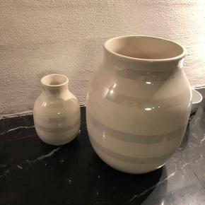 Flotte vaser i perlemor begge for 300