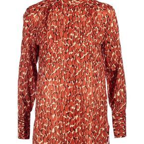 By Malene Birger skjorte sælges. Brugt få gange og fremstår i god stand. Nypris 1600 kr.