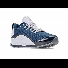 Nike Air Jordan Zoom sko. Brugt 2 gange men klemmer. Måler 25,5 cm indv.    Løbesko Kondisko Blå sko Blå sneakers Sneakers 41 40 Sko Air max