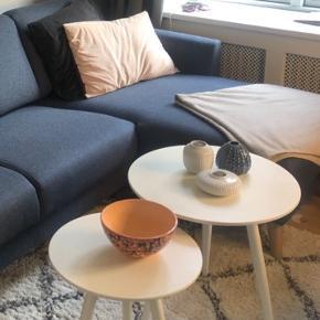 To runde sofaborde sælges, BYD endelig