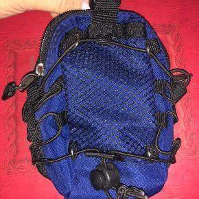 Smart lille taske til event. At sætte på bælte. Afhentning i Gentofte. Kontant