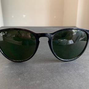 Solbriller købt i USA for nogle år siden, bruges ikke.  Der er ikke tydelige tegn på slid.