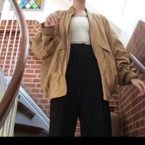 Gul vintage jakke, personligt aldrig brugt:)