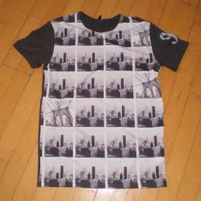 Brand: Only&Sons Varetype: t-shirt Farve: Se billede Oprindelig købspris: 170 kr.  Brugt få gange str S  #30dayssellout