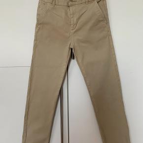 """Bukser str. 146-152.  Blev brugt som """"pæne bukser"""". Ikke slidt. Kan hentes i Hedensted eller Vejle."""