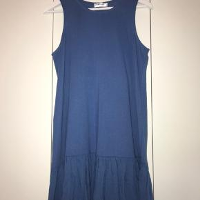 Smuk, blå sommerkjole fra Moss Copenhagen 💙 Har aldrig været brugt og er derfor i perfekt stand 😌