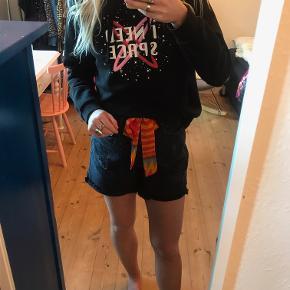 Hættetrøje fra Gina Tricot. Vildt fed og cool! Sælges da jeg desværre ikke får den brugt :(