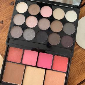 NYX Butt naked palette. Indeholder øjenskygger i øverste lag og bronzing/highlighting/blush i det nederste.   🌼 Bud modtages gerne  🌼 Rabat ved køb af flere items
