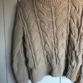 Envii sweater str. xs - kan også passes af en s. Der er lidt fnuller i højre side som vist på billedet. Sælges da jeg ikke får den brugt. Byd! 🌸🌸🌸