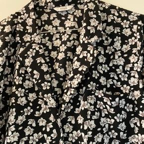 Envii skjorte str. M Er som ny, og brugt få gange :)
