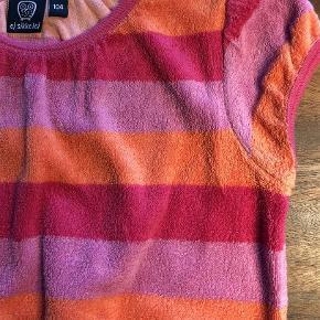 Varetype: Kjole Farve: Lyserød, Orange, Pink  Lækker frotte kjole. Fine farver.  Se også alle mine andre annoncer Bytter ikke