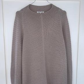 Lækker Helmut Lang strik sweater 50% bomuld og 50% uld  Købt i Stoy.