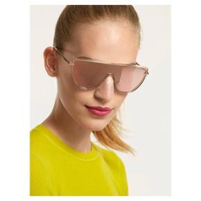 Fedeste solbriller med spejlrefleks fra det eksklusive mærke Rag & Bone. Passer desværre bare ikke til mit hoved  Se også mine andre annoncer eller følg mig på Instagram @2nd_love_preowned_fashion