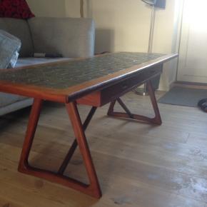 Dansk designer teak sofabord med 2 gennemgående skuffer i perfekt stand.  H 50 L 150 B 50 cm.  Skuffers brede 2 x 45 cm.  Kom evt. med et bud.
