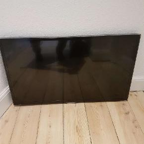 """Super fint 32"""" Samsung TV sælges pga. flytning. Virker upåklageligt. Fjernbetjening og strømledning medfølger.  Fra ikke-ryger hjem. Skal afhentes i Esbjerg Centrum."""