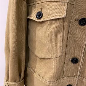Flot jakke fra Meotine. Størrelse S/M købt i foråret til kr. 2.000. Kom med bud :)