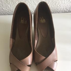 Flotte Billi bi sko i læder. Brugt men er stadig fin i stand.