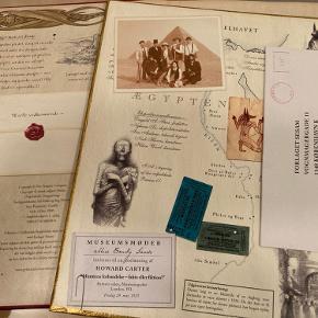 Ægyptologi og Dragonologi med breve, foldeud kort, dragestøv og meget mere. Forsiden på den ene bog har en lille skade, ellers er bøgerne som nye.