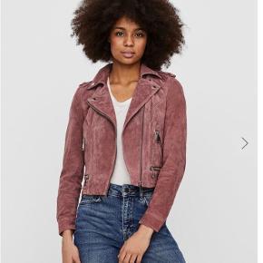 Flot jakke fra Vero Moda, sælges udelukkende da den er lidt for lille til mig