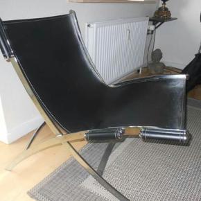 2 stk sorte læderstole sælges pga. pladsmangel . Nypris 7000,- Købt i Ilva, og fremstår som nye. Samlet pris 2100 kr. *** OBS Skal afhentes i Nyrup (meget tæt på Nyrup St) ***