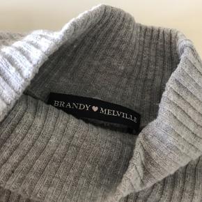 Sælger denne Brandy Melville trøje🌸Den er i super fin stand og ingen tegn på slid. Kontakt mig gerne