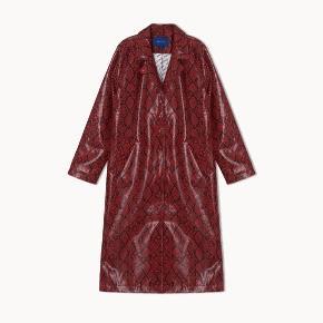Overvejer at sælge denne fine jakke fra Résumé. Aldrig brugt.  Nypris 1800.  Mindstepris 800 plus porto eller afhentet på Nørrebro.