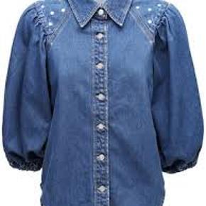 fedeste skjorte fra den helt nye kollektion helt ny med tags, udsolgt flere steder. Normal str 40