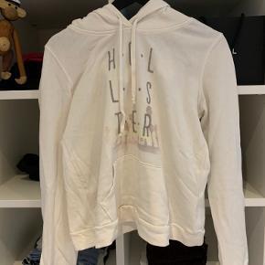 Super lækker hoodie fra Hollister. Kun prøvet på, så aldrig brugt. Str. medium, men er til den lille side, så kan passes af en small. Nypris omkring 450. BYD!! 💛