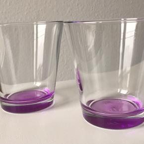 To flotte og nye vandglas i fin lyselilla farve.  Ved ikke hvilket mærke det er, men der står P i bunden.   Sælges sammen for 45kr