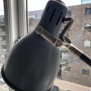 Fin lampe fra IKEA, ser ud som ny.  Kan afhentes på Østerbro. Ring til 28461050 for nærmere aftale