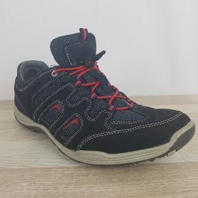 Brand: Odin  Model: Ukendt  Størrelse: 42  Farve:Sort / Rød    Hvis du er på udkig efter sko, så skal du være mere end velkommen til at tage et kig på min lille skohylde og se om der er det fodtøj du står og mangler.