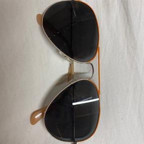 Ray Ban solbrille. De har styre i, så der skal nye glas i   Kvittering haves ikke da de er en del år gamle 🌟