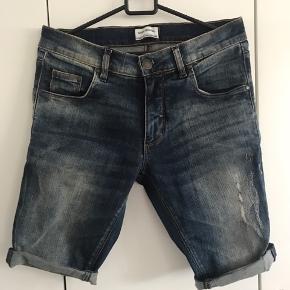 Sælger disse shorts i str 30.  De er slim fit.  Brugt en enkelt gang. Byd
