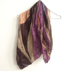 Fint tørklæde i mange flotte farver ✨
