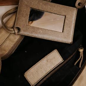 Skøn Balenciaga taske. Brugt, men har en fin patina.