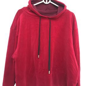Ny pris Mærke NORR Købt i Companys Brugt 1 gang Bred model Meget flot varm rød farve Materiale: velour