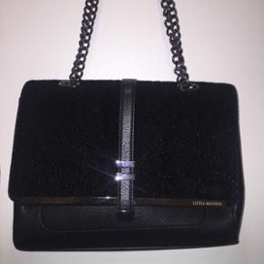 Fed taske med kæde fra asos Aldrig brugt  Np. 400kr