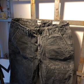 Str. 4 skinny ancle.  ▪️Velkommen i shoppen 🤩👗☘️ ▪️Bud er altid velkomne 🌹📸💰 ▪️Tager ikke billeder med tøjet på ‼️‼️ ▪️Sender udvalgte varer 📦🔍💌 ▪️Afhentning nær Nørrebro st. ☑️ ▪️Ingen byttehandler 🔁🌸🖖🏼🌼
